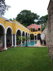 Jardin et piscine de la Hacienda Merida