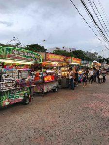 Etals dans une rue de Cancun